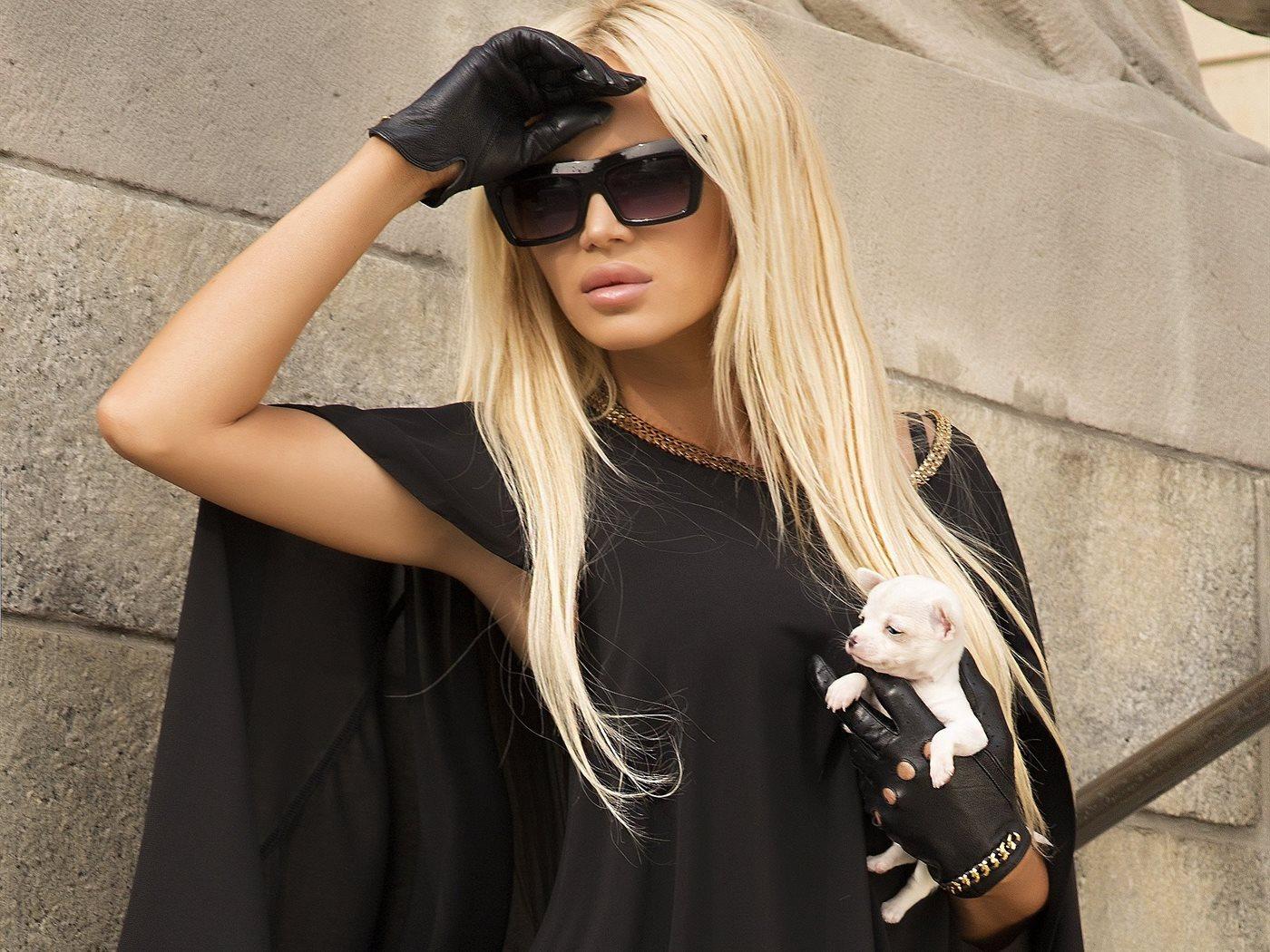 Фото блондинок в очках на аву