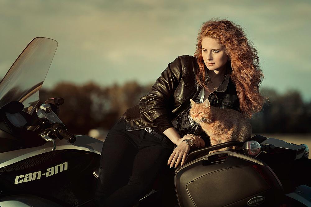 Картинки с рыжей девушкой на мотоцикле