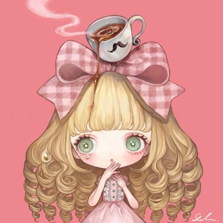 Фото Девочка с чашкой кофе на голове
