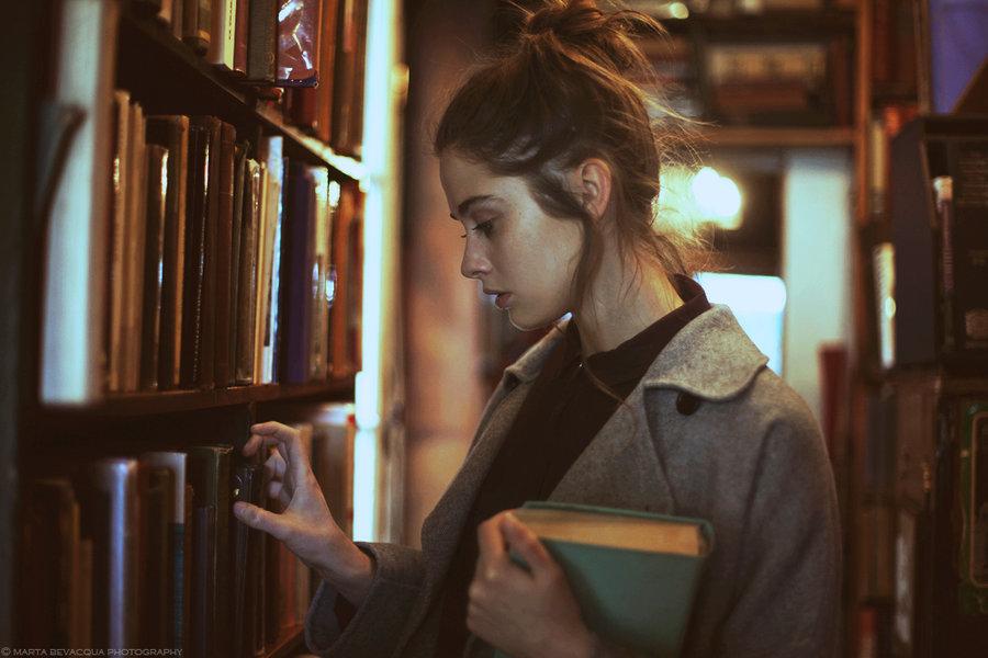 девки в библиотеке