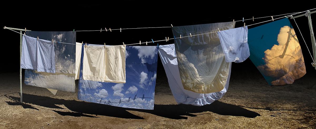 Картинка сушится белье на веревке