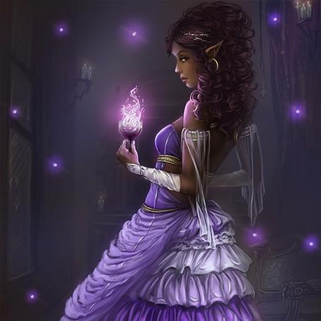 Фото Девушка эльфийка с магическим бокалом в руке