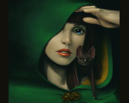 Фото Красивая девушка в зеленом с летучей мышью