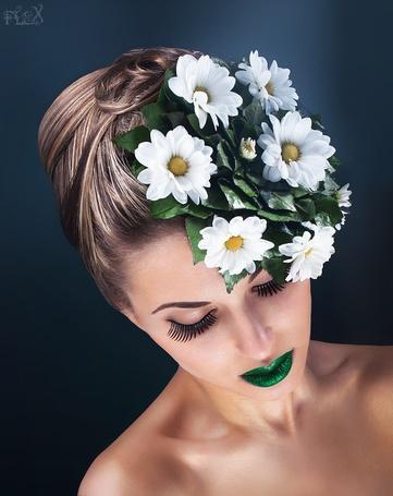 Фото Красивая гламурная девушка с цветами на голове и зелеными губами