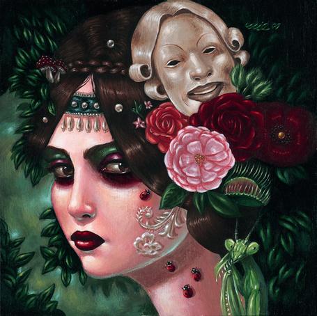 Фото Грустная девушка с маской и цветами в волосах