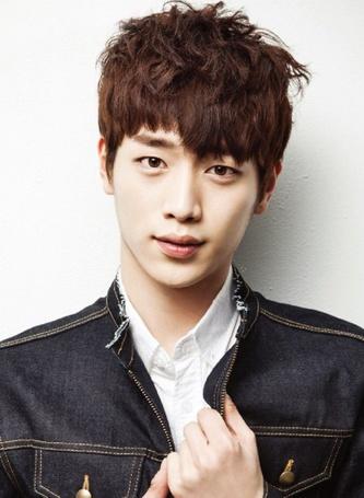 Фото Южнокорейский актер и певец Со Кан Джун / Seo Kang Joon