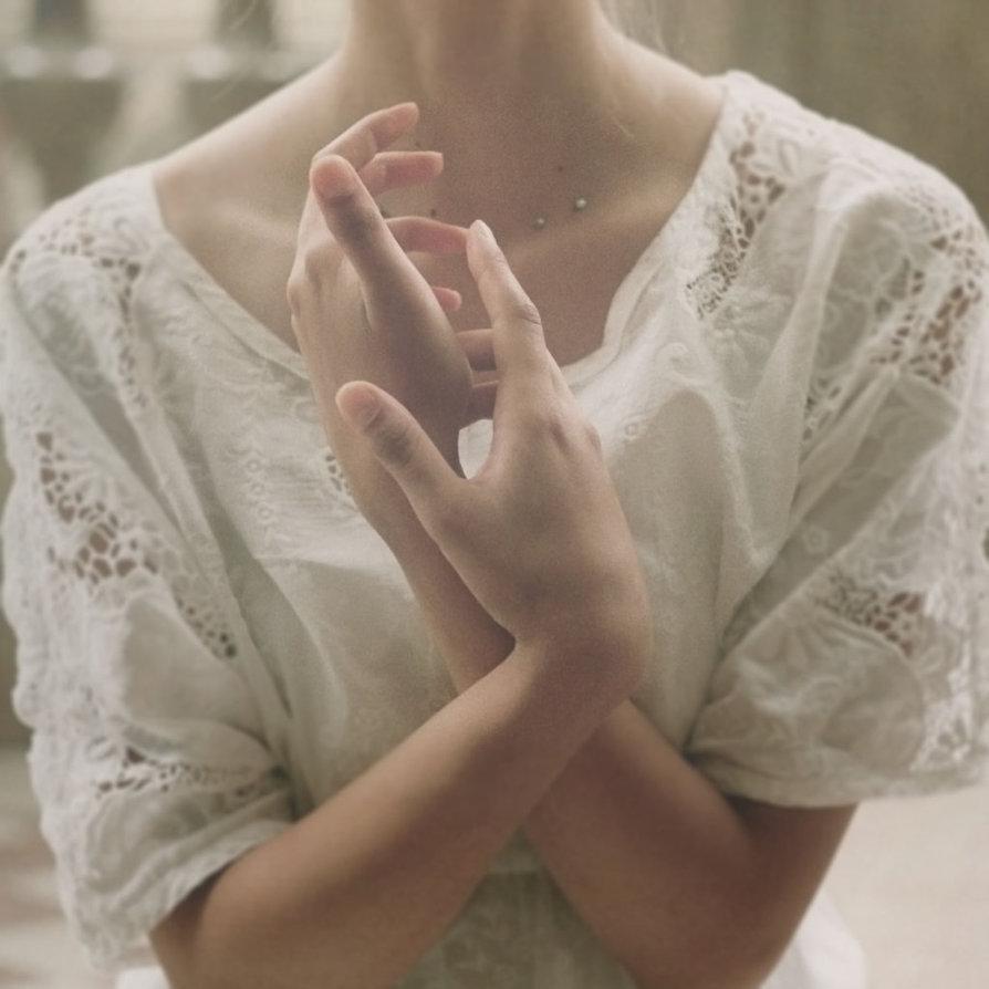 Картинки девушки держащую руку