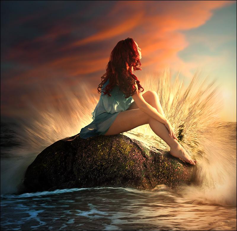 Фото Девушка сидит на камне, о который ударяется волна, Take me away / Забери меня отсюда, by little-spacey
