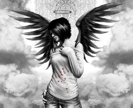 Фото Девушка-ангел в крови