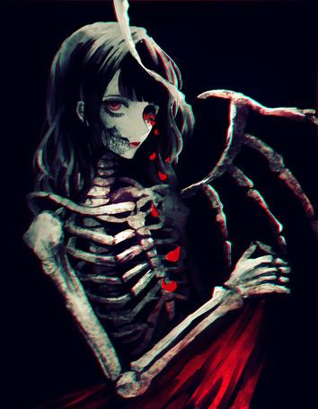 Фото У крылатой девушки-скелета из глаза сыпятся лепестки