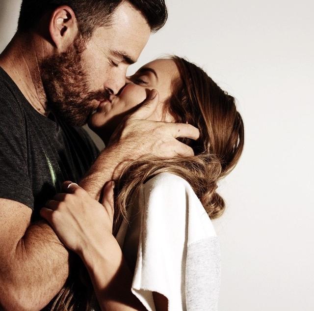 Картинки для, картинка девушка и мужчина с бородой