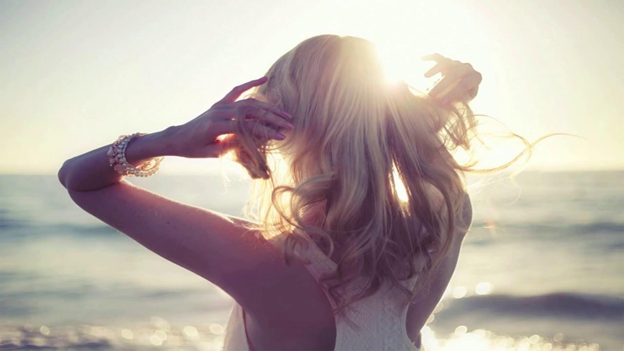 Открытки, прикольные картинки на аву для девушек со спины блондинки