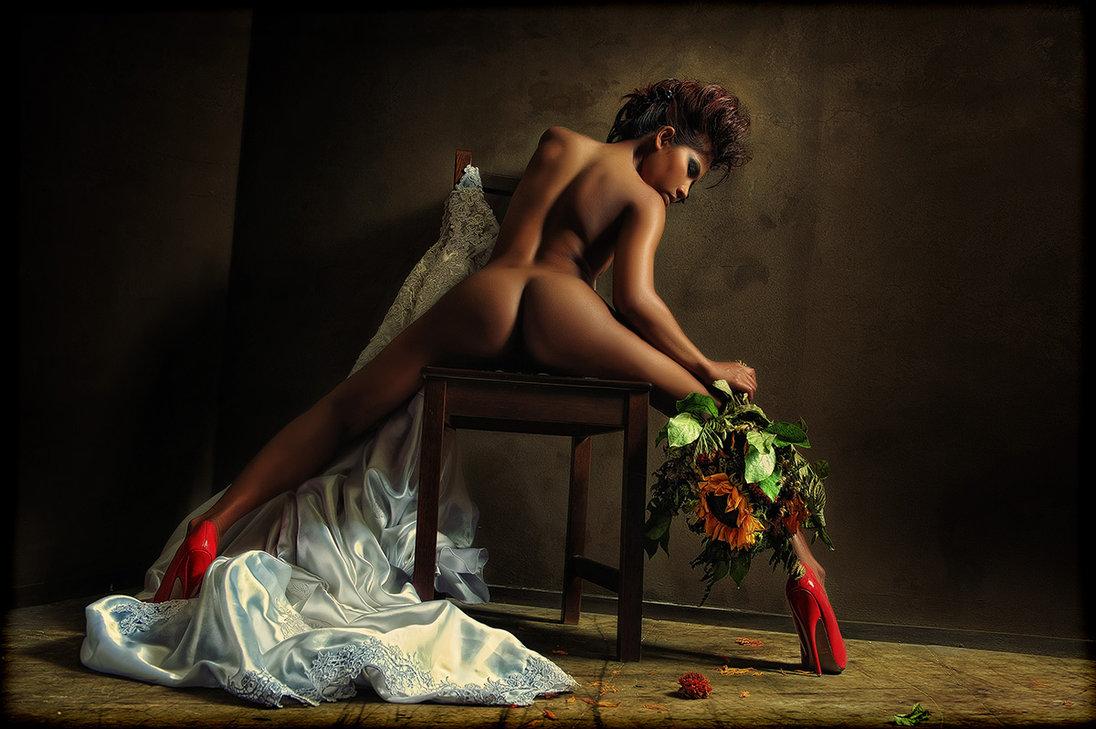 Эротическая фотосессия с цветами 13 фотография