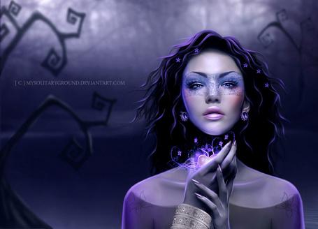 Фото Красивая девушка с голубыми глазами на сиреневом фоне с украшениями / MYSOLITARYGROUND. DEVIANTART. COM/