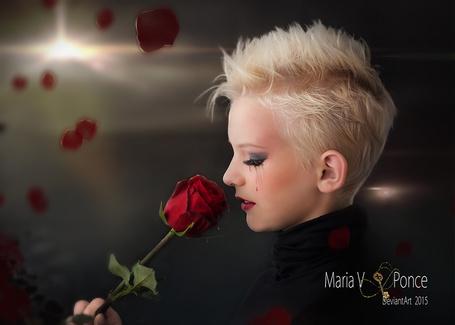 Фото Девушка с заплаканными глазами любуется розой / Maria V Ponce DeviantArt 2015/