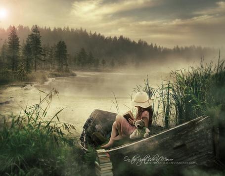 Фото Девочка в лодке читает книжку, на берегу туманной реки, by lady-amarillis