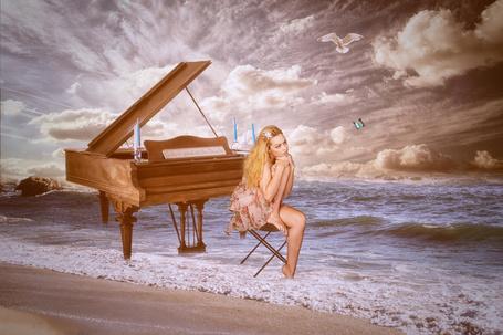 Фото Девушка сидит у рояля в морской воде на берегу, by gestandene