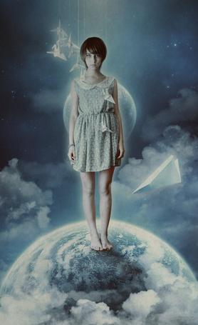 Фото Девушка стоит на планете