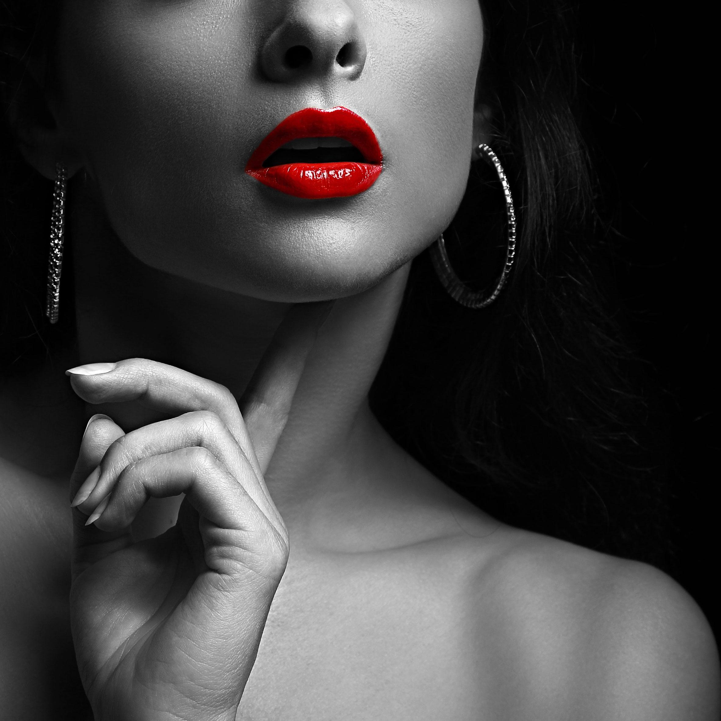 Как сделать фото черно белым с красными губами