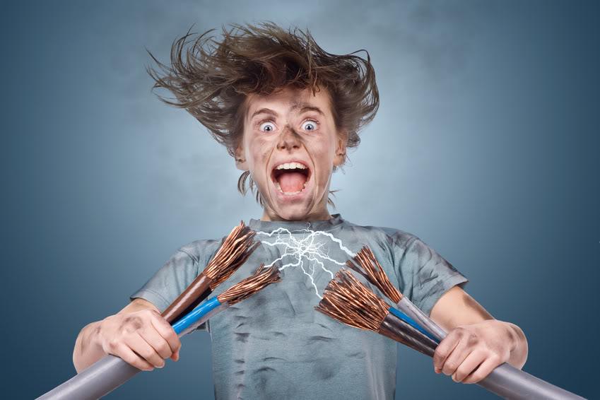 Почему от человека бьет током постоянно
