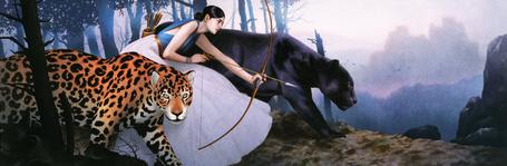 Фото Девушка с луком рядом с пантерой и леопардом