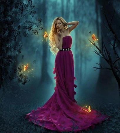 Фото Девушка - блондинка в вечернем малиновом платье стоит среди деревьев в лесу, на ее волосах, платье и на ветках деревьев сидят желтые бабочки