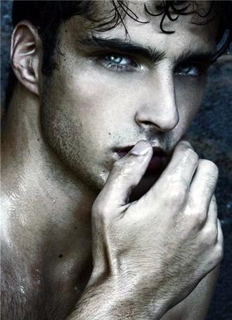 Фото Фотомодель Janice Fronimakis с голубыми глазами