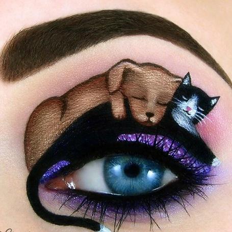 Фото Нарисованные собака и кошка спят над человеческим голубым глазом, by scarlet-moon1