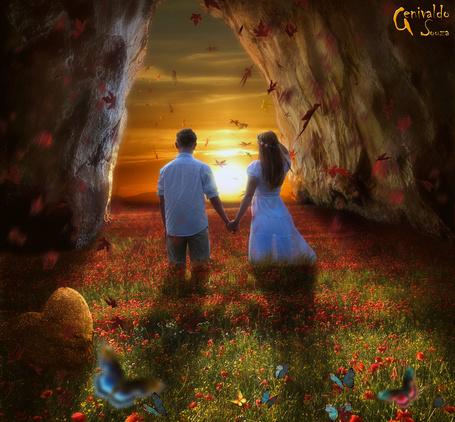 Фото Парень с девушкой, держась за руки, идут по цветочному полю между скалами, к свету заходящего солнца, by genivaldosouza