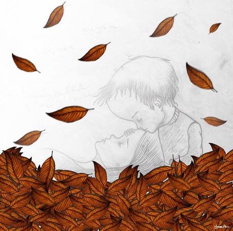 Фото Мальчик целует девочку под падающей листвой