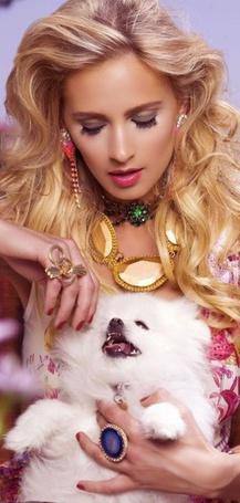 Фото Девушка с белой собачкой