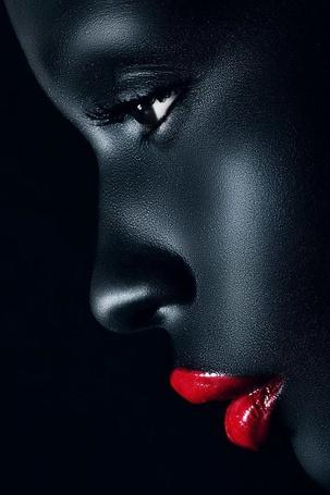 Фото Профиль темнокожей девушки