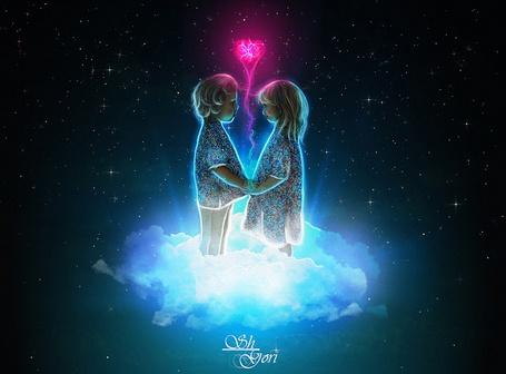 Фото Мальчик и девочка стоят взявшись за руки на светящемся белом облаке, между ними поднимается вверх розовое сердце с розовым шлейфом, by GORI89