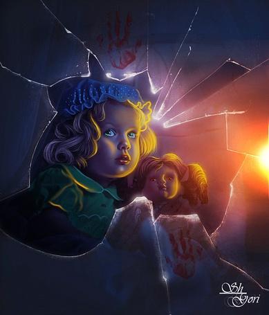 Фото Голубоглазая девочка в синем чепчике держит в руках куклу девочку и смотрит через разбитое стекло, оставляя на стекле кровавые отпечатки своих ладошек, by GORI89