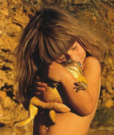 Фото Девочка и лягушка