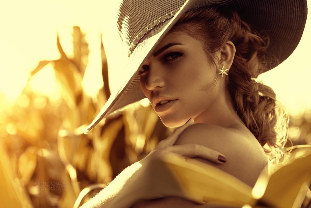Фото картинки девушка в шляпе