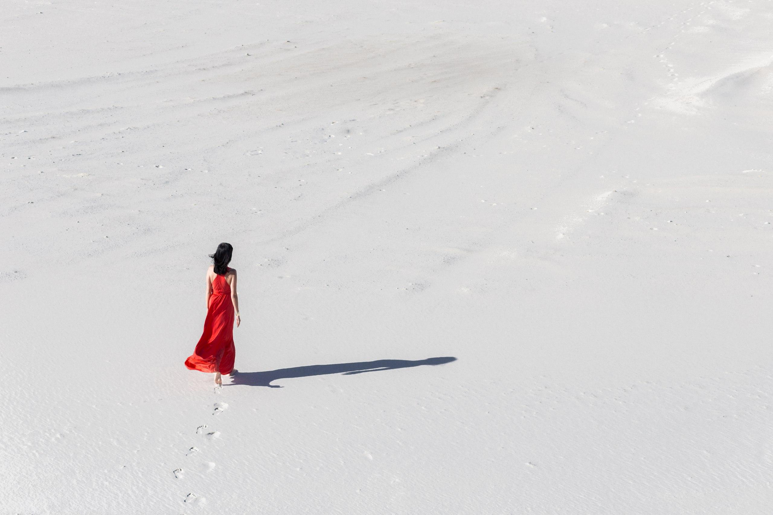 этот человек идущий по снегу картинки весёлое