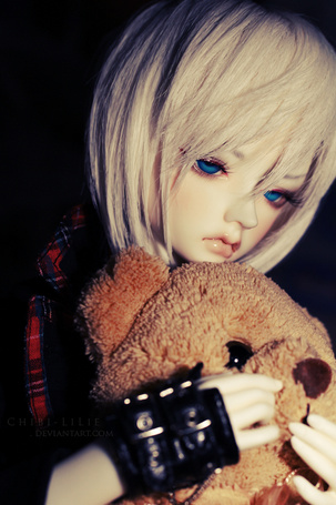 Фото Грустная кукла-девушка с медведем, by chibi-lilie
