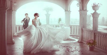 Фото Жених играет на скрипке, а невеста танцует на террасе, фотограф Александр Ноздрин