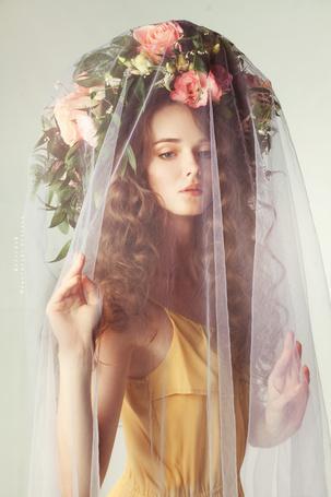 Фото Девушка в цветочном венке за прозрачной накидкой, фотограф Меньтюгова Наталья