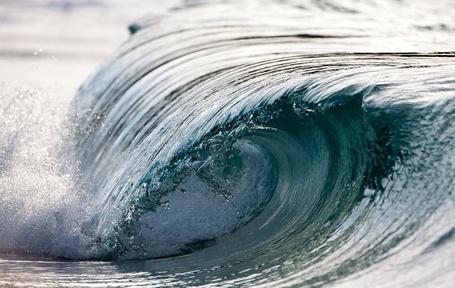 Фото Огромные волны, французский фотограф Пьер Карро / Perre Carreau