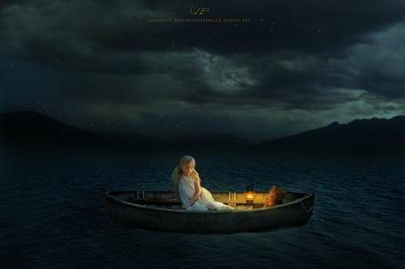 Фото Девочка в лодке с игрушечным мишкой, by chaopavit