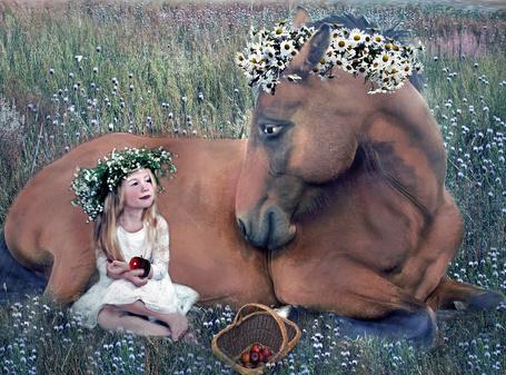 Фото Девочка с яблоком в руке сидит возле лошади, by Lind Artz