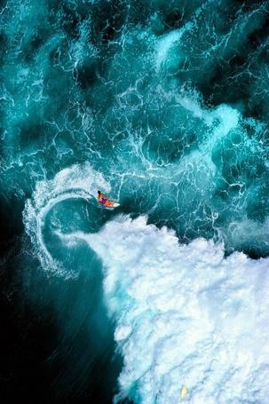Фото Серфенгист на гребне волны