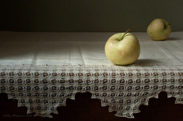 Рисунки яблоки на столе