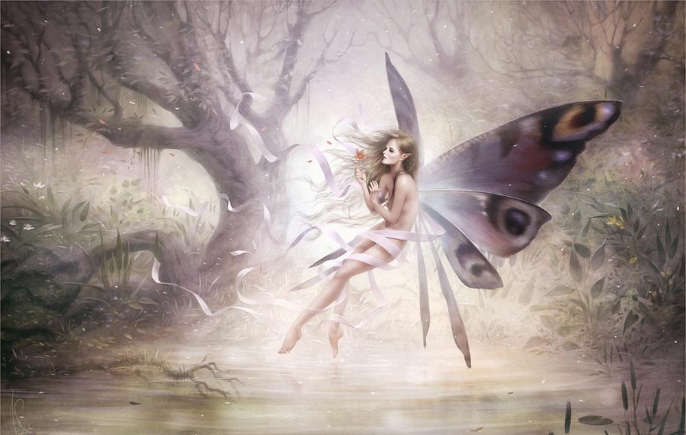 Фото Девушка -эльф с крыльями бабочки парит над водой, ву Melanie Delon