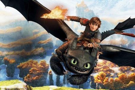 Фото Иккинг с факелом летит на драконе Беззубике, мультфильм Как приручить дракона 2
