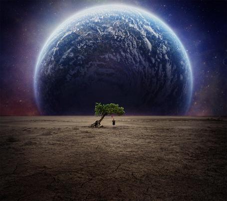 Фото Девушка с шариком в руке стоит под деревом на фоне огромной планеты, by FictionChick