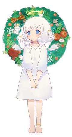 Фото Девочка-ангел на фоне рождественского венка