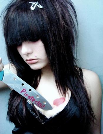 Фото Девушка эмо с ножом